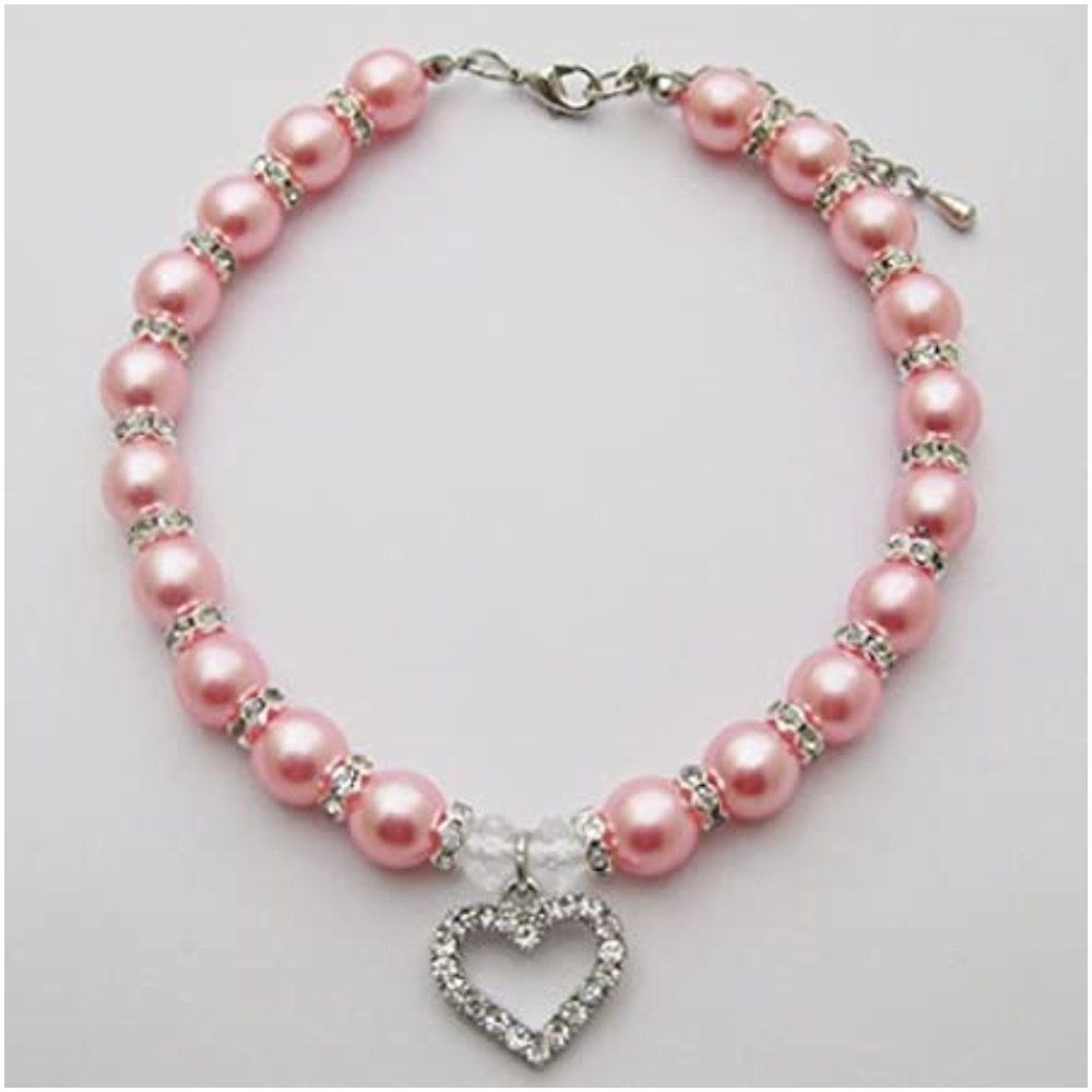 Canine necklace made with fake pearls